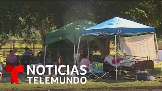 Cientos de puertorriqueños duermen en las calles por miedo a nuevos temblores   Noticias Telemundo