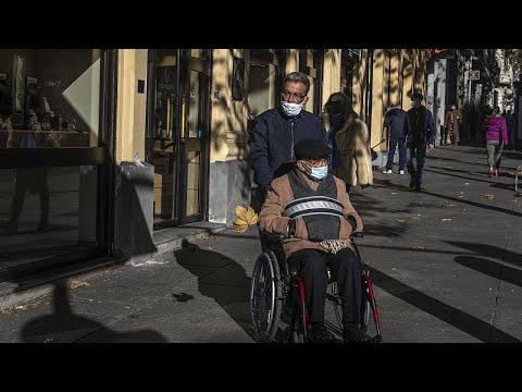 El Gobierno español presenta su plan de vacunación que empezará con los ancianos y sus cuidadores