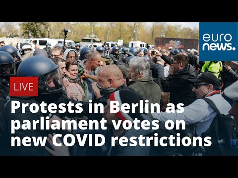 Protests in Berlin as Bundestag votes on COVID rules overhaul | LIVE