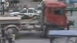 رجل صدمته شاحنه
