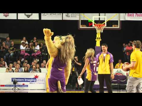 The Sydney Kings Lion sinks halfway shot...