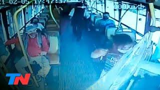 Locura en un colectivo: una mujer apuñaló al chofer por pedirle que se ponga el barbijo