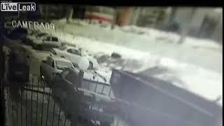 غباء سائق والضحية المارة