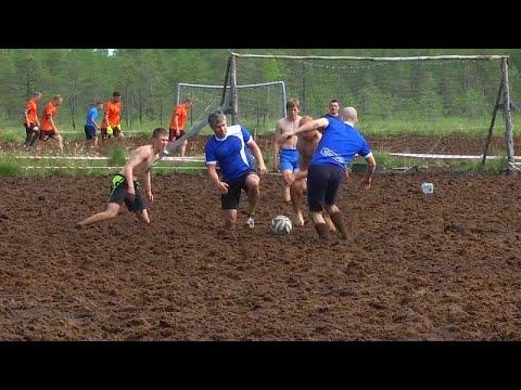 شاهد: المباراة النهائية لتمثيل روسيا في كأس العالم لكرة القدم في ملاعب الطين