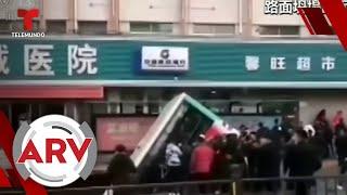 La tierra se tragó a un autobús de pasajeros en China   Al Rojo Vivo   Telemundo