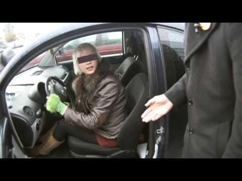 """Video: Šie žmonės """"tipo"""" nemato neįgaliųjų ženklo. - Jie pamato tada kaip reikia mokėti bauda arba kaip pasiūlo atsisėsti į vežimeli."""