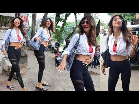 Shilpa Shetty @Salon in Juhu mumbai SPOTTED - Films Of India