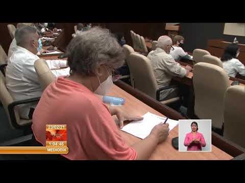 Presidente de Cuba sostiene encuentro con profesores del Varona