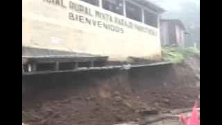Colapsó muro perimetral de escuela en Momostenango