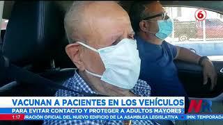 Pacientes reciben vacuna contra el COVID-19 en sus vehículos